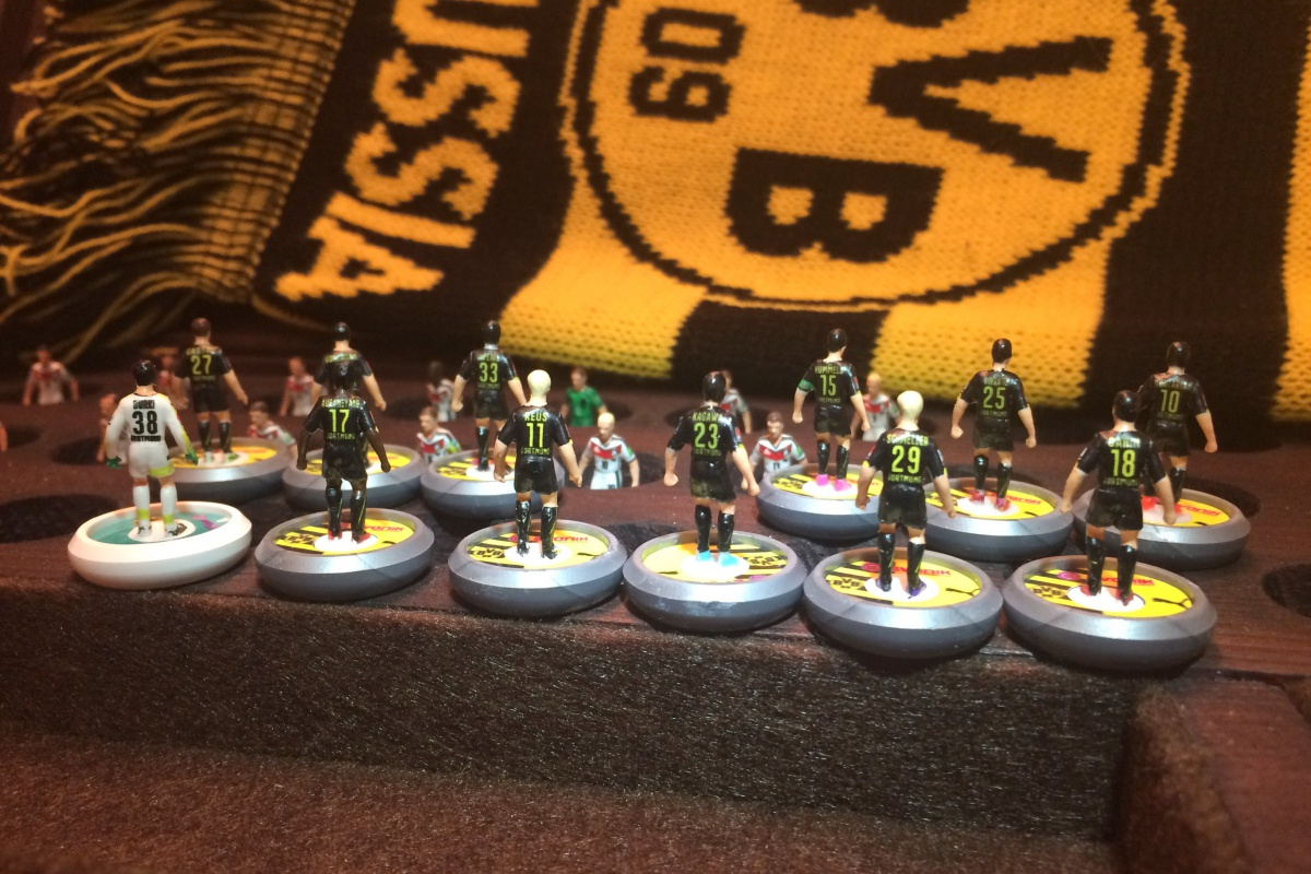 Painting Subbuteo teams 11
