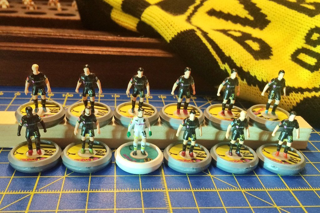 Painting Subbuteo teams 10