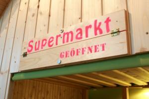 spielhaus_supermarktschild