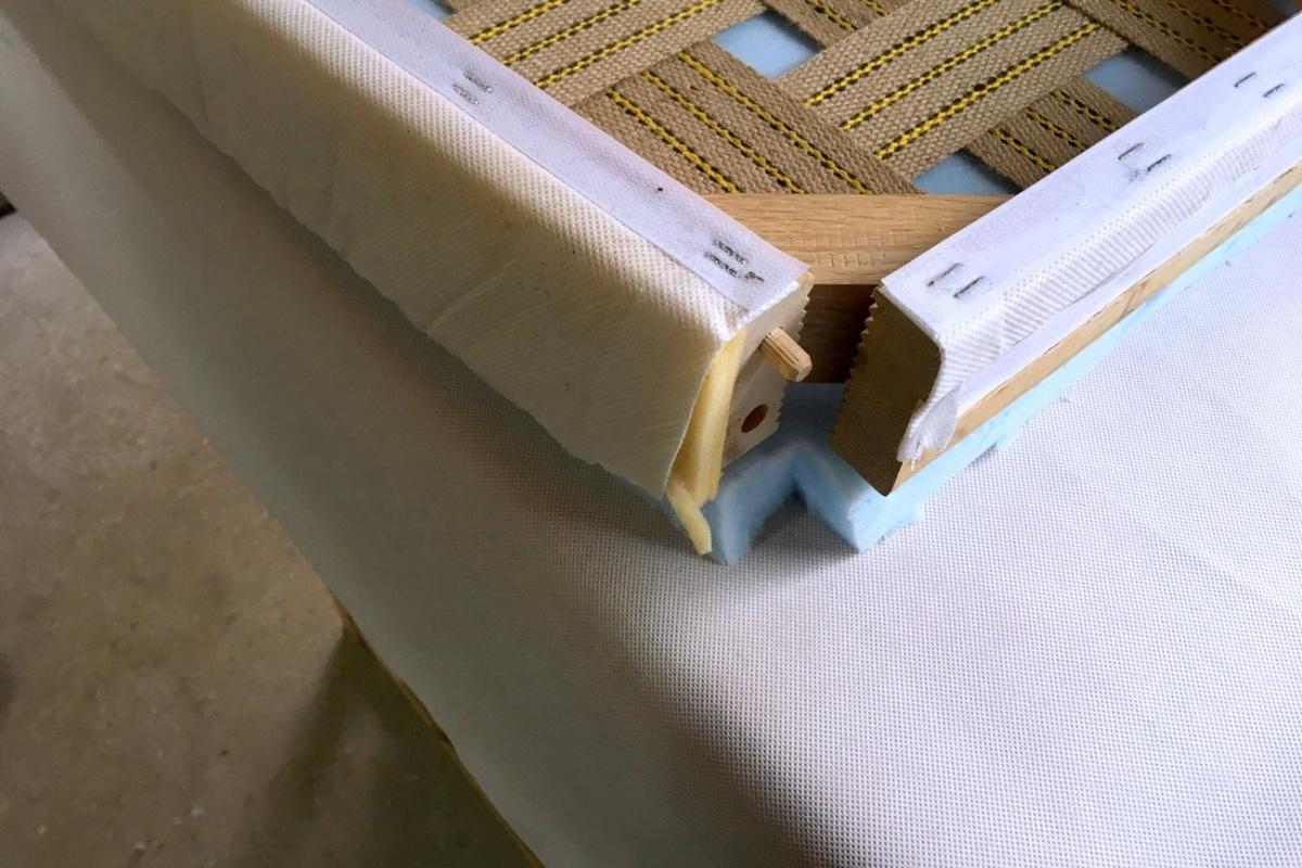 Einen Stuhl neu polstern mit Gurten - so gehts / Anleitung auf Ländchenlust.de
